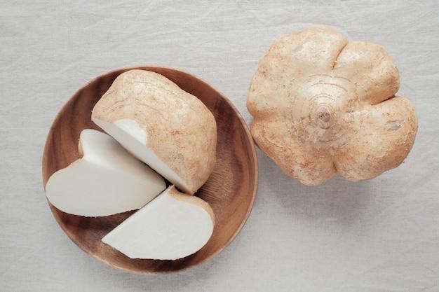 Rohes jicama, mexikanische rübe, ketogenes lebensmittel