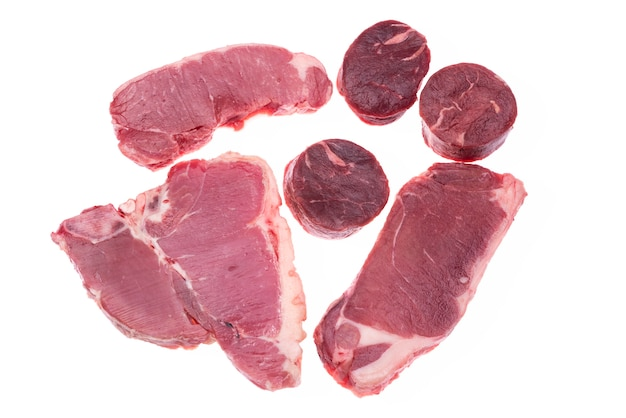 Rohes rindfleisch isoliert