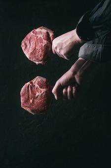 Rohes tomahawk-steak