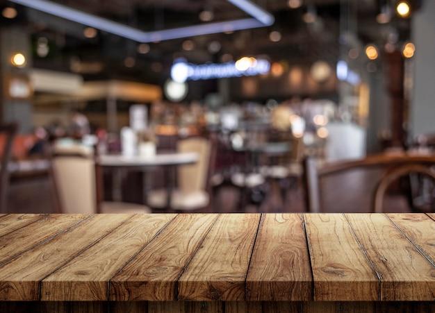 Rohling der holzplatte tisch im café