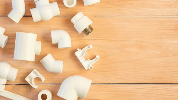 Rohre, formstücke und adapter aus polypropylen für die wasserversorgung.