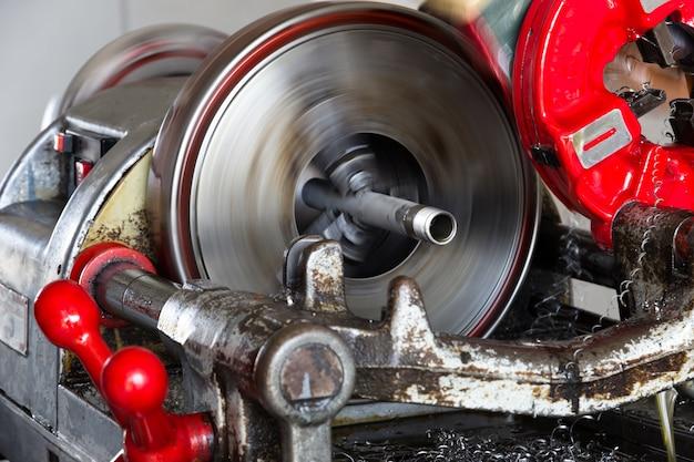 Rohreinfädelmaschine