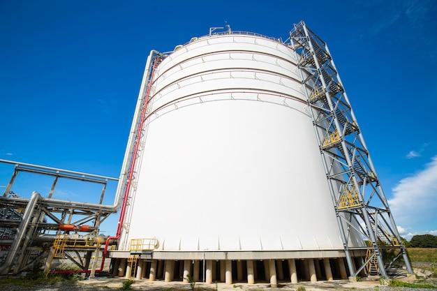 Rohrleitungsöl- und tankgaspropanventile am drucksicherheitsventil der gasanlage selektiv.