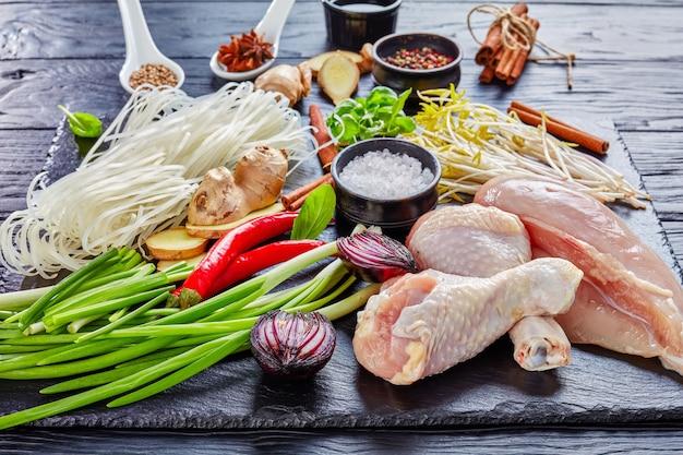 Rohstoffe für asiatische hühnersuppe