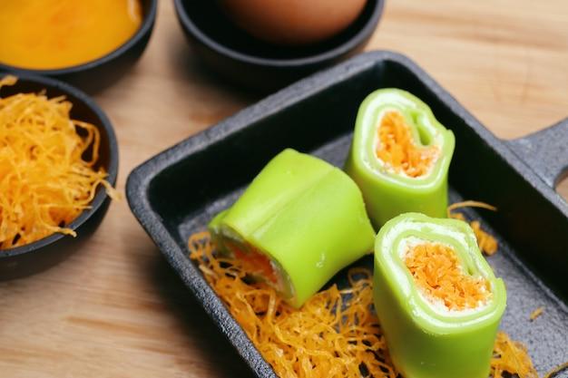 Roll crêpe mit thailändischem dessert