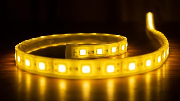 Rolle des diodenstreifens, led-beleuchtung nah oben.