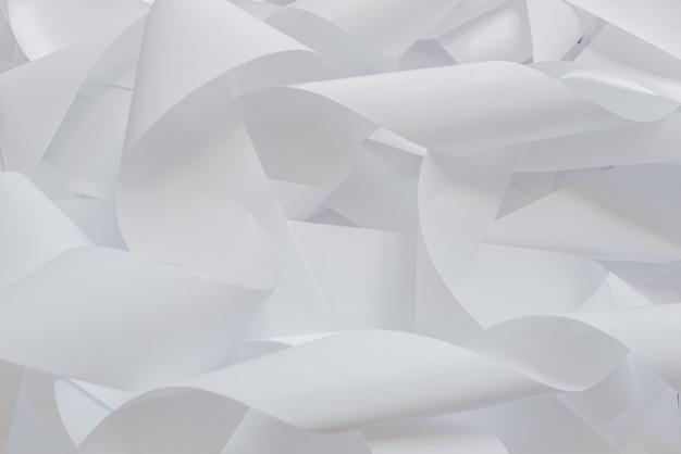 Rolle des registrierkassenbands lokalisiert auf weichem grau.