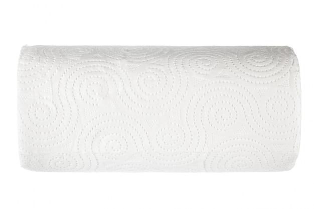Rolle des toilettenpapiers auf weiß