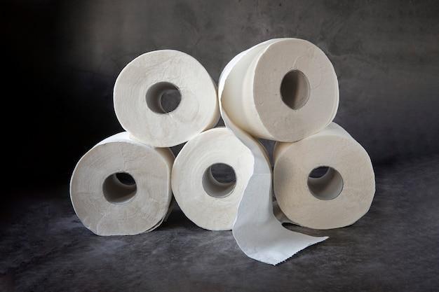 Rollen toilettenpapier. das thema der hygiene