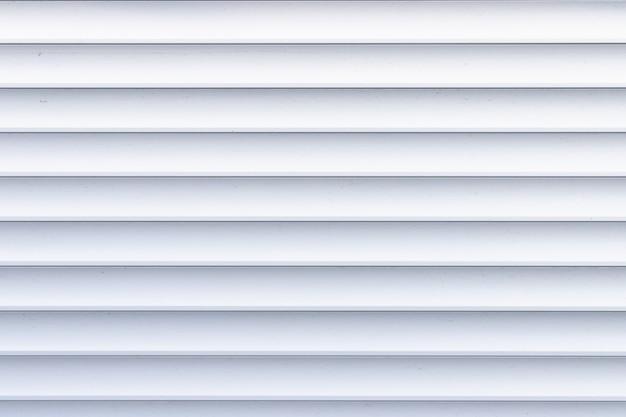 Rollladen textur. hintergrund mit metallstreifen im weiß