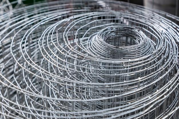 Rolls von plastikmaschendrahtmaschen, aluminiumdraht greift ineinander