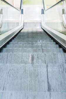 Rolltreppe eines einkaufszentrums