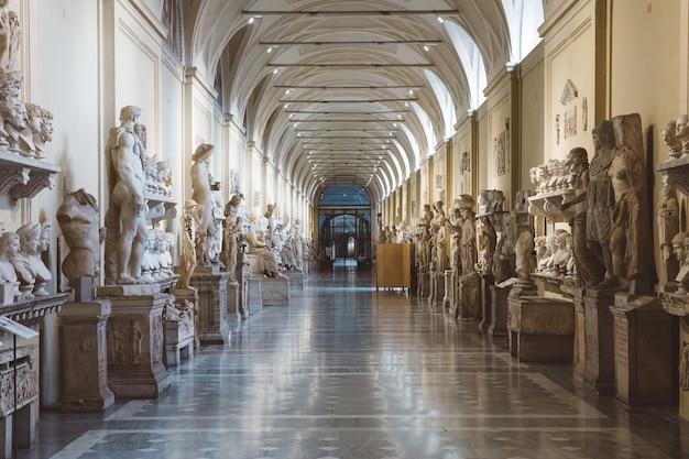 Rom, italien, 22. juni 2018: barocke marmorskulpturen im vatikanischen museum?