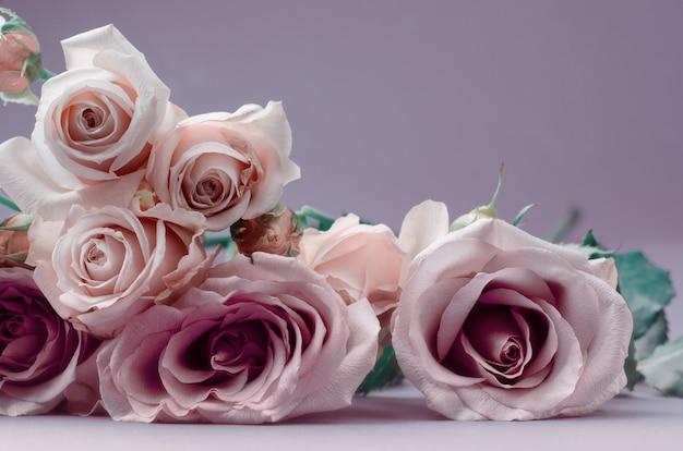 Romantische karte mit schönen sanften blauen rosen