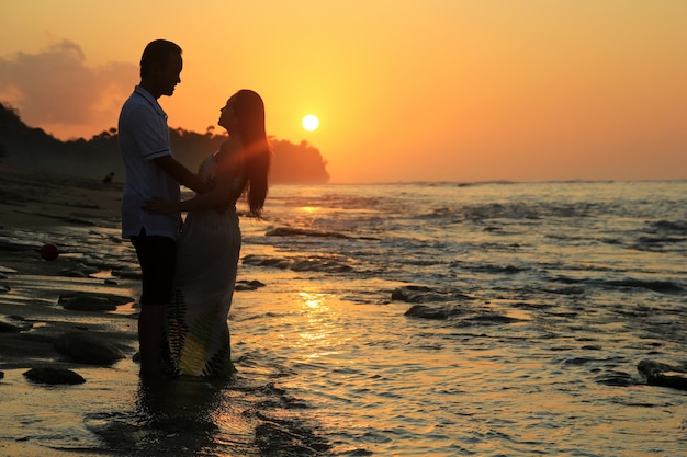 Romantische silhouette der liebenden