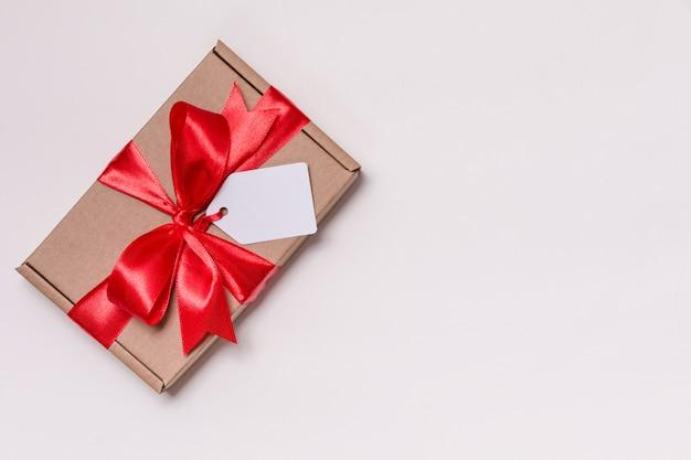 Romantischer geschenkbandbogen des valentinsgrußtages, geschenktag, geschenk, nahtloser weißer hintergrund