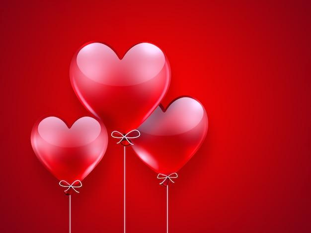 Romantischer hintergrund mit roten luftballons in herzform