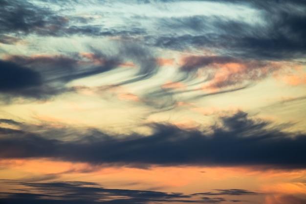 Romantischer sonnenuntergang himmel