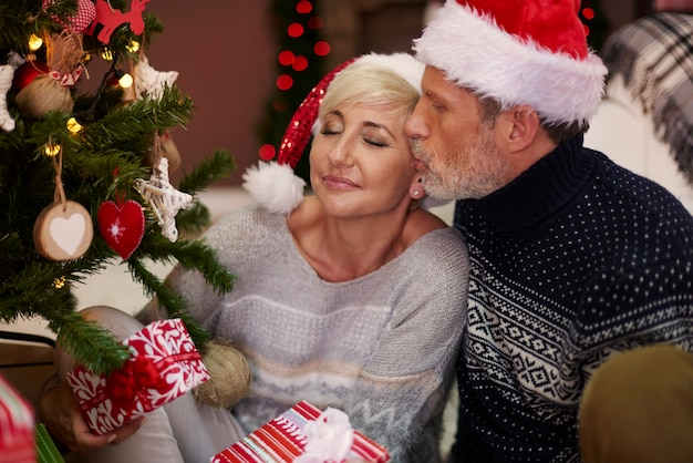Romantischer weihnachtsabend mit meinem mann