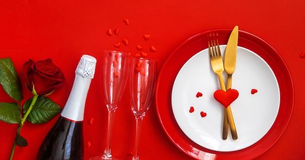 Romantisches abendessen zum valentinstag