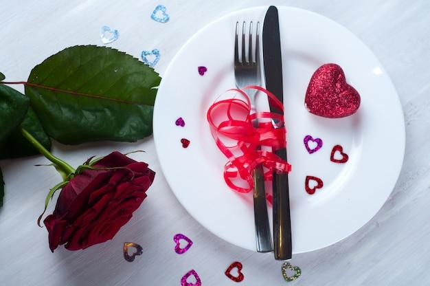 Romantisches gedeck mit rose