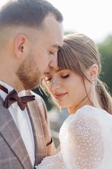 Romantisches hochzeitspaar in der liebe