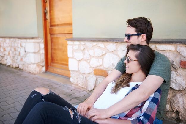 Romantisches paar in der stadt