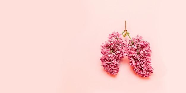 Rosa blüten in form eines hellrosa