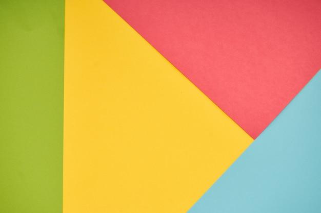 Rosa, gelbe, grüne und blaue pastellpapierfarbe für hintergrund