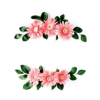 Rosa gerbera-gänseblümchen auf weiß