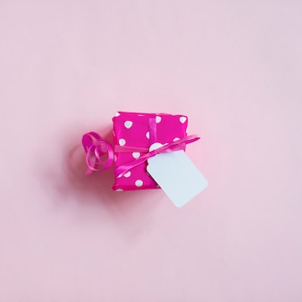 Rosa geschenkbox der draufsicht