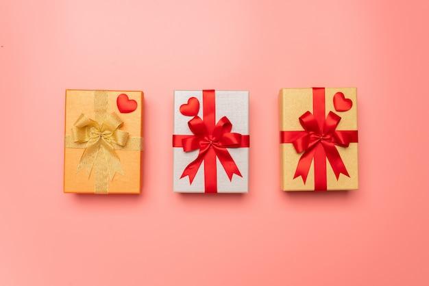 Rosa geschenkbox im konzept der liebe