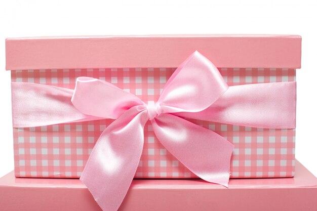 Rosa geschenkboxen mit bändern