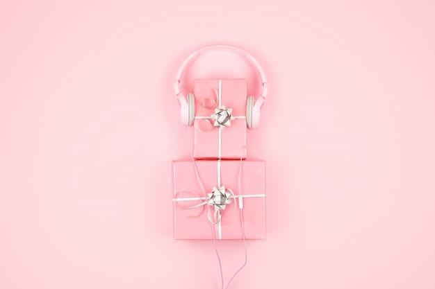 Rosa geschenkboxen mit heartphone