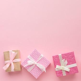 Rosa geschenke mit kopienraum