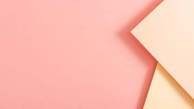 Rosa getonte pappblätter mit kopienraum