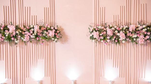 Rosa hochzeitsblumenhintergrund und hochzeitsdekoration