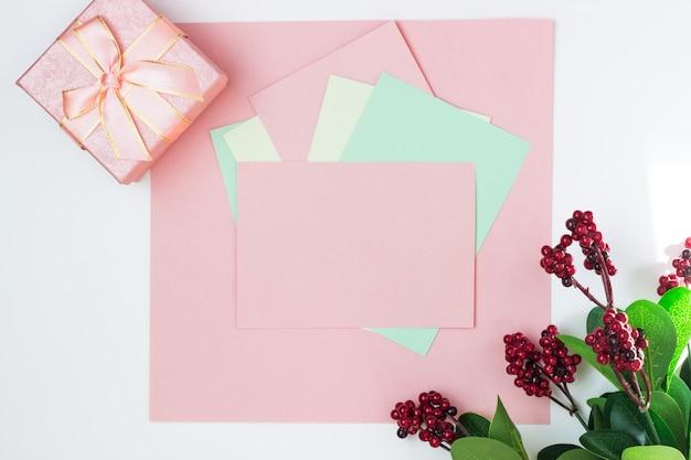 Rosa leere karte, blatt zum schreiben