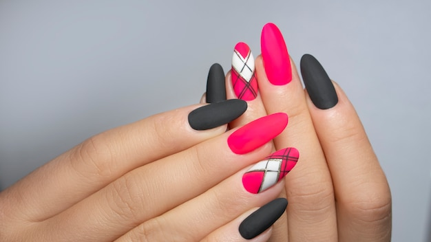 Rosa nagelkunst maniküre
