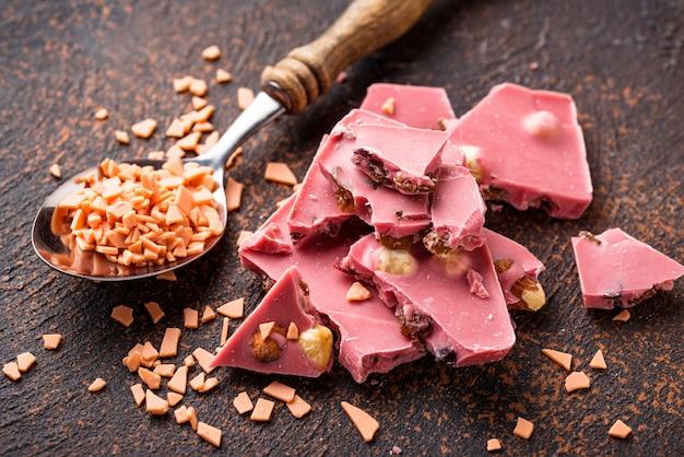 Rosa oder rubinrote schokolade