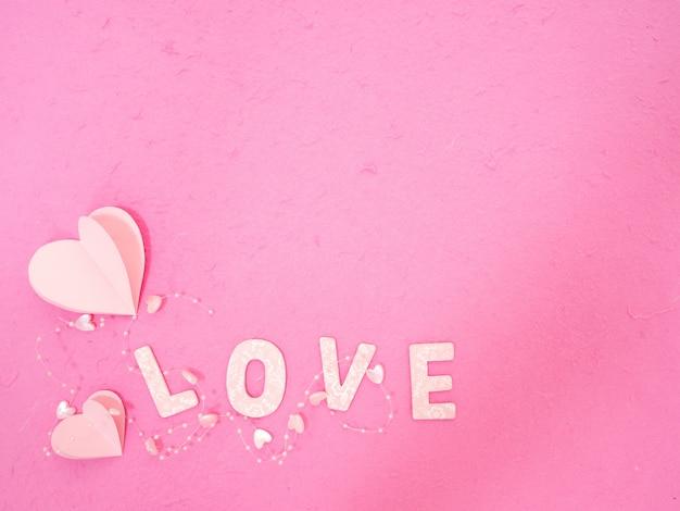 Rosa papierherz mitteilung der liebe