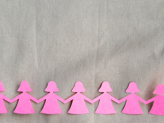Rosa papiermädchen-händchenhaltenausschnitt