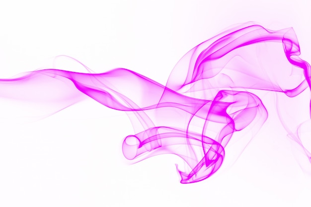 Rosa rauchzusammenfassung auf weißem hintergrund, bewegung des tintenwassers