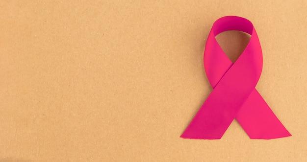 Rosa schleife für brustkrebsbewusstsein. banner mit kopienraum.