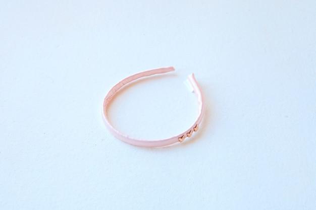Rosa seiden-haarreifen flach legen friseurwerkzeug orbital-haarring