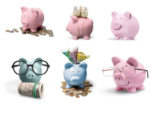 Rosa sparschwein und münzen im hintergrund