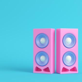 Rosa stereolautsprecher auf hellblauem hintergrund in pastellfarben