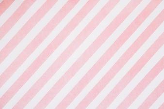 Rosa Streifen auf weißem Brett