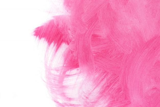 Rosa strukturierter hintergrund, geschmiert mit bürstenanschlägen auf weißem hintergrund.