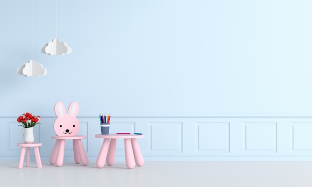 Rosa tisch und stuhl im hellblauen kinderzimmer
